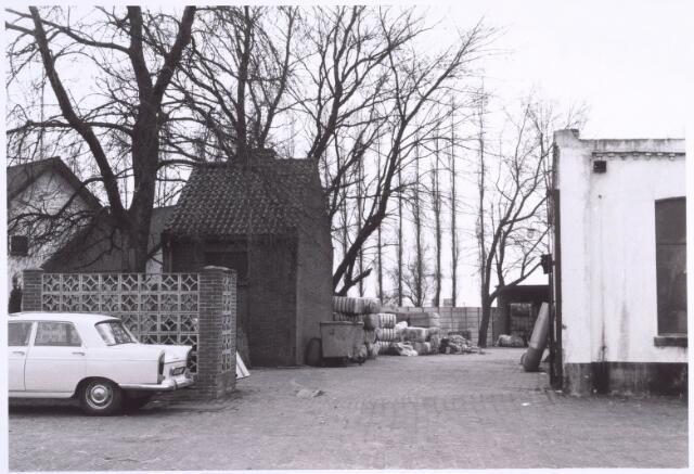 022212 - Textielindustrie. Binnenplaats van kunstwolfabriek De Wolkat aan de Hilvarenbeekseweg