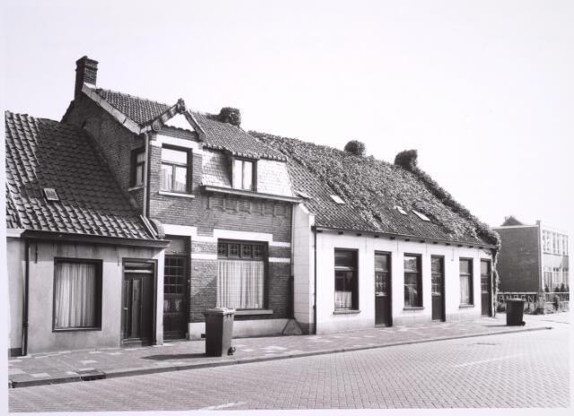 025026 - Panden aan de oostzijde van de Laarstraat medio 1985
