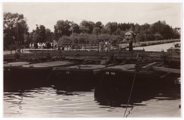 013467 - Tweede Wereldoorlog. Provisorisch herstelde brug bij Koningshoeven, die kort na de Duitse inval was gebombardeerd