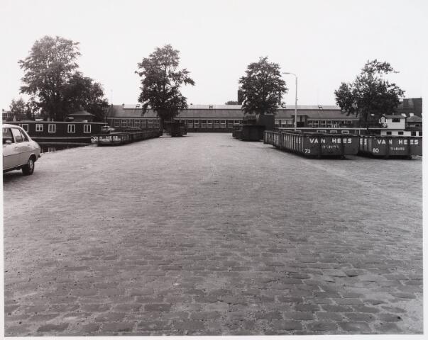 028547 - bedrijfspanden aan de Piushaven genomen in de zomer van 1981