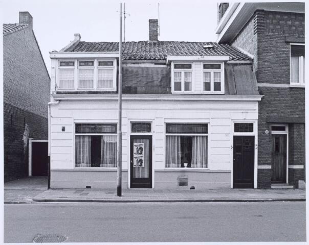020567 - Pand Hasseltstraat 165 - 167 in 1976. Voorheen was hierin de kruidenierszaak van Mommers - Swaans gevestigd