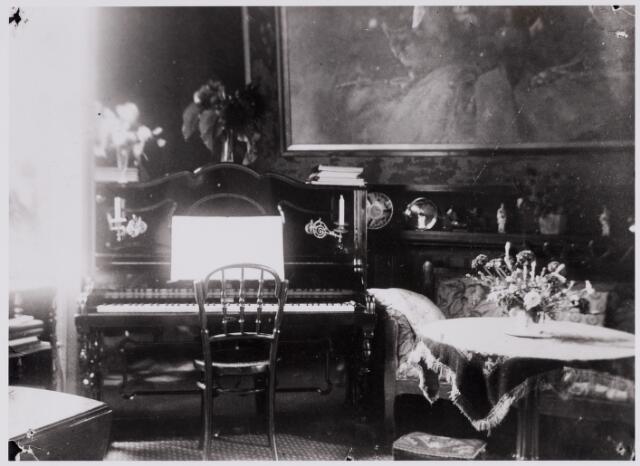 """084408 - Interieur van het"""" kasteeltje"""" (jachthuis) van de familie Hubert van Beusekom op Gorp."""