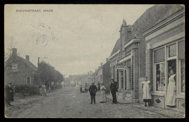 91798 - Made en Drimmelen. Een door H. Cotten (militair) verstuurde ansichtkaart naar de Dames M. en N. de Beer in Breda. Het postmerk geeft als datum 5 november 1918