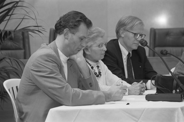 TLB023002724_002 - Links de heer Hans Krosse, PvdA raadslid, later wethouder; rechts de heer Berry Stok VVD raadslid