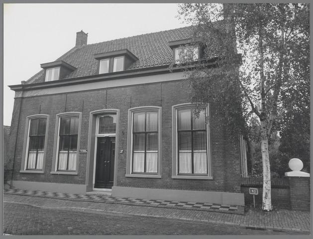 """88759 - Brouwerijstraat 27, Wagenberg. Herenhuis gebouwd in 1883-1884 als woning voor de hoofdonderwijzer en werd daarom """"Schoolhuis"""" genoemd."""