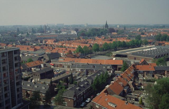 656495 - Afbraak van de Sint Josephschool in de Hoefstraat Tilburg in 1990. Blik vanaf kerk Hoefstraat richting Goirke en Hasselt.