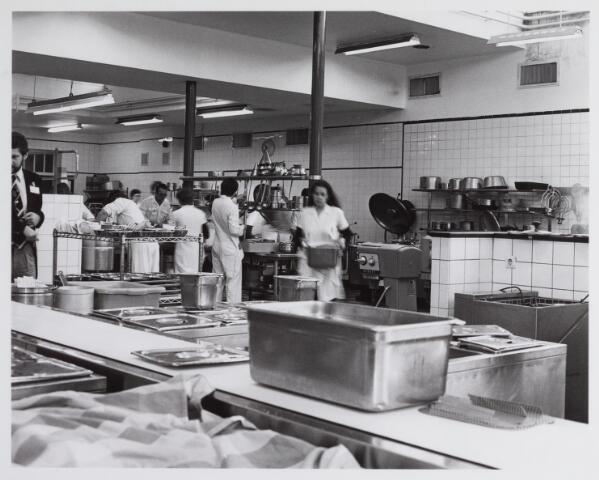 041811 - Elisabethziekenhuis. Gezondheidszorg. Ziekenhuizen. Centrale keuken in het St. Elisabethziekenhuis.