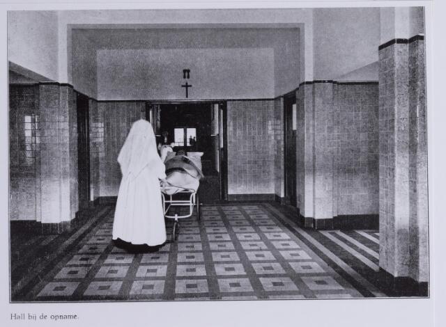 041707 - Elisabethziekenhuis. Gezondheidszorg. Ziekenhuizen. Hal bij de opname in het St. Elisabethziekenhuis.