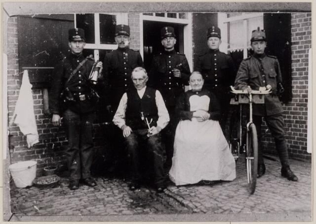 084257 - Mobilisatie 1914-1918. Hubertus Backx, geboren Alphen en Riel 14-07-1854 overleden Gilze en Rijen 25-  12-1945, gehuwd met Petronella Kerremans, geboren Alphen en Riel 04-02-1861, overleden Gilze en Rijen 16-10-1949. Soldaten onbekend.
