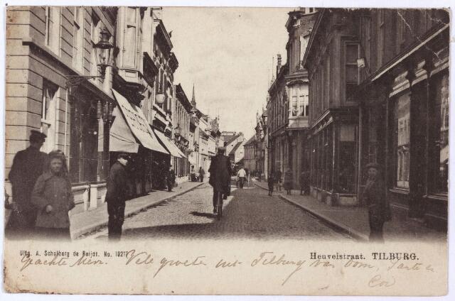 001150 - Heuvelstraat Zomerstraat en Willem II-straat, richting Heuvel. Links sigarenmagazijn Woestenbergh, daarnaast de firma Pierson. Geheel rechts damesconfectiewinkel Maison Elegant, iets verder rechts de Monumentstraat.