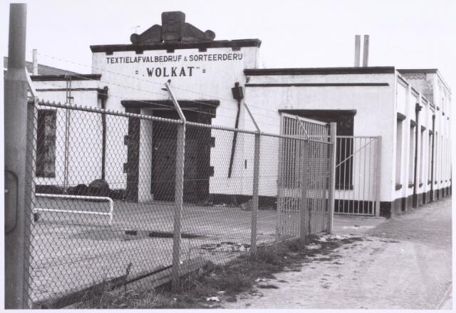 022203 - Textiel. Kunstwolfabriek De Wolkat aan de Hilvarenbeekseweg. Het bedrijf verwerkte lompen door deze te malen en daardoor opnieuw geschikt te maken voor verwerking in een spinnerij