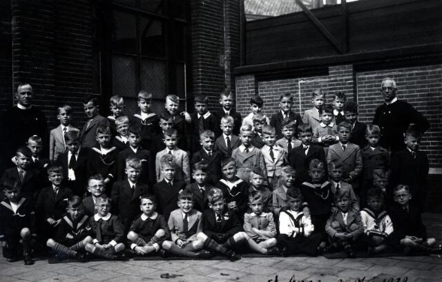 055041 - Onderwijs. R.K. lagere jongensschool parochie St. Anna.