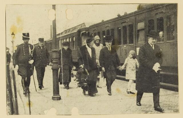 075506 - Koninklijk bezoek. Koningin Moeder Emma bezoekt Oisterwijk  op 19 mei 193