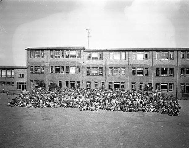 D-001161-7 - Odulphus. Odulphuslyceum. Schoolfoto. Alle leerlingen en leraren.