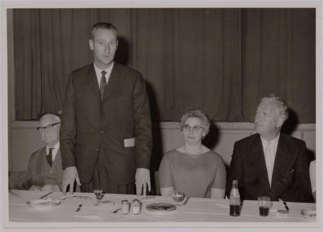 041162 - Vakbeweging. Op 31 augustus 1963 vierde de R.K. Bond Werkmeesters afd. Tilburg het 50-jarig bestaan. 1e een Solemnele H. Mis in de parochiekerk st. Jozef. 2e een feestelijk ontbijt in het parochiehuis aan de Veemarktstraat. 3e herdenkingsbijeenkomst in het Chicago-Theater. 4e Officiële receptie in de zalen van café-restaurant Th. van Broekhoven (Smidspad 42) 5e Feestavonden op 7 t/m 9 september 1963 met uitvoering Operette 'Rumoer in Weinbach' in de Stadsschouwburg met een afsluitend diner.