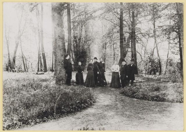 """073442 - mr. Abraham Hendrik Balbian Verster (1830-1915) Geboren te  Amsterdam overleden te Oisterwijk. Hij woonde met met zijn gezin in 'De Drye Swaantjes"""" aan de Lind. Hij was kantonrechter te Boxtel en Tilburg, bovendien was hij rentmeester over de goederen van baron van Lijnden, hij was stichter van de Israëlische begraafplaats aan de Hondsbergselaan. Een aantal schetsportretten van zijn hand zijn bewaard gebleven."""