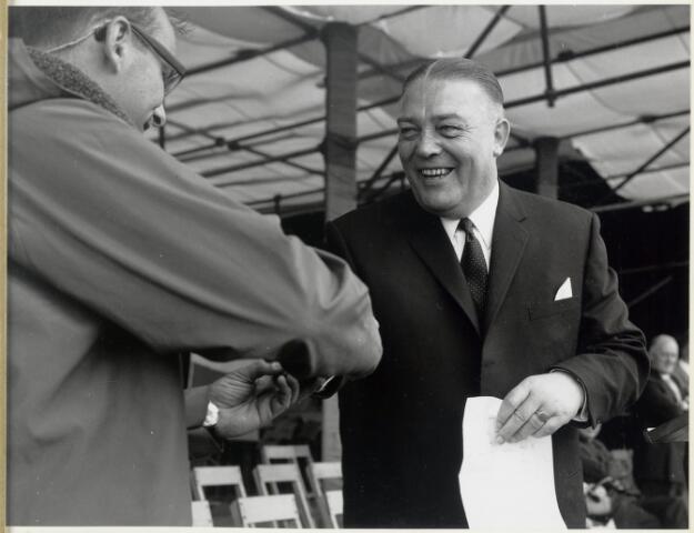 91652 - Made en Drimmelen. Burgemeester Cees (C.W.) Smits, burgervader van 1965 tot en met 1975