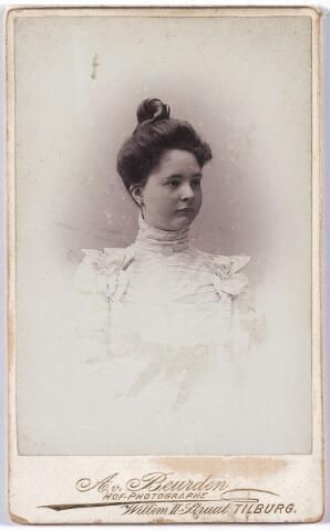 004843 - Miesje KERSTENS, dochter van Theo J.M.A. Kerstens (Tilburg 1882-1957) en Louise F.M.J. Swagemakers (Tilburg 1882).