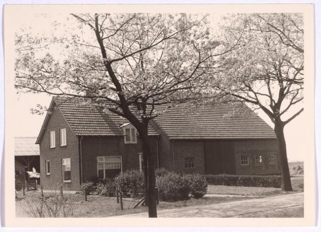 025078 - Boerderij aan de Langendijk halverwege 1970