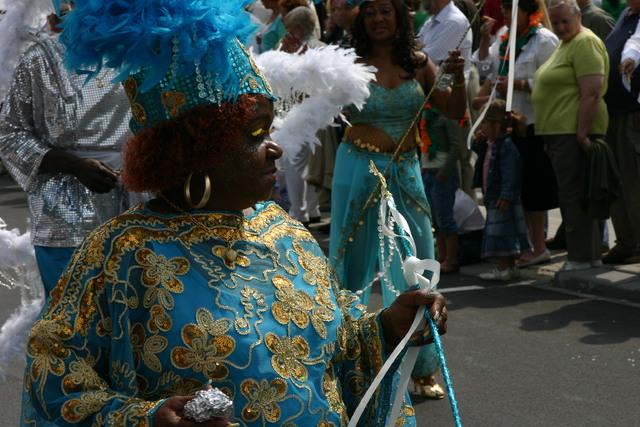 657353 - De T-parade. Een kleurrijke multiculturele optocht door het centrum van Tilburg. De vele culturen van Tilburg worden getoond.