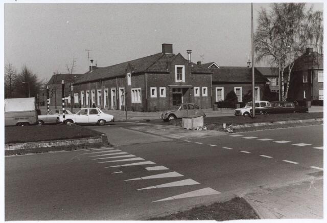 024927 - Kruising Ringbaan-West en Kwaadeindstraat (rechts).