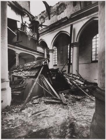 085501 - Kerken. NH kerk. Ingestort middenschip met zicht op de orgeltribune.