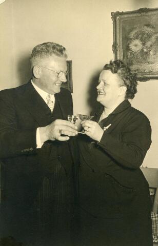 601660 - Echtpaar Vorselaars-De Cock b.g.v. hun zilveren builoft in 1953. Alphonsus P.H.Vorselaars  (Tilburg 1900-1975), bakker van beroep, trouwde op 30-10-1928 met Anna J.E.M. de Cock (Tilburg 1903-1985)