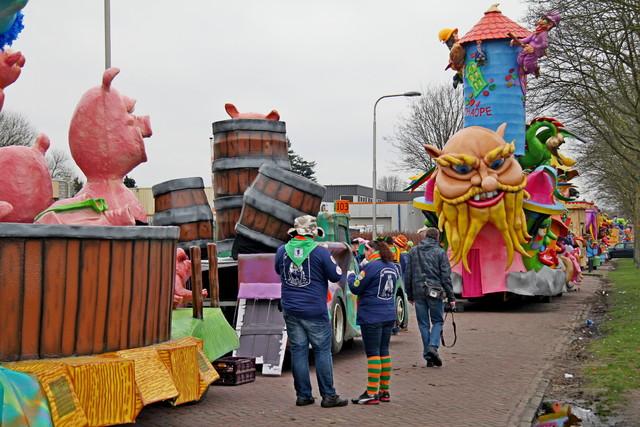 658120 - Carnaval. Optocht. Kruikenstad. D'n Opstoet door het centrum van Tilburg in februari 2017.