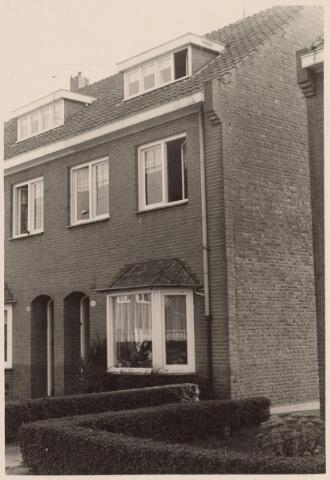 025744 - Pand Moleneind 141 eind 1965. Thans is dit de Leharstraat
