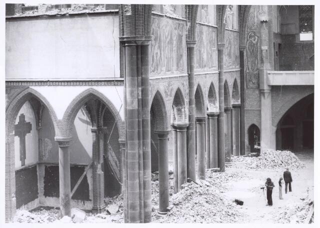 020116 - Sloop van de kerk van het Heilig Hart, parochie Noordhoek, in 1975. De kerk werd gebouwd in 1897/1898 naar een ontwerp van dr. P.J.H. Cuypers