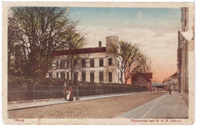 002403 - Onderwijs. De voormalige Paleisstraat, nu Stadhuisplein met links de Rijks H.B.S. Koning Willem II.