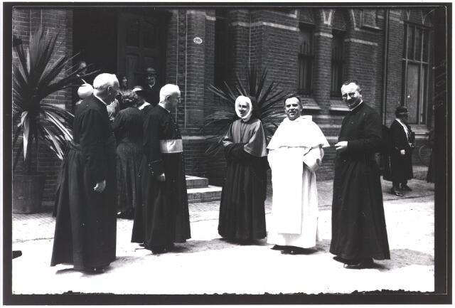 009333 - Kloosters. Zusters van Onze Lieve Vrouw van het Cenakel. Viering 25 jaar Cenakel