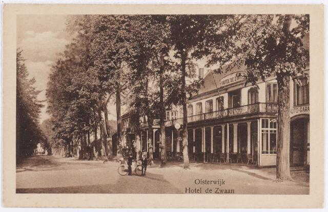 057456 - De Lind. Rechts Hotel de Zwaan.