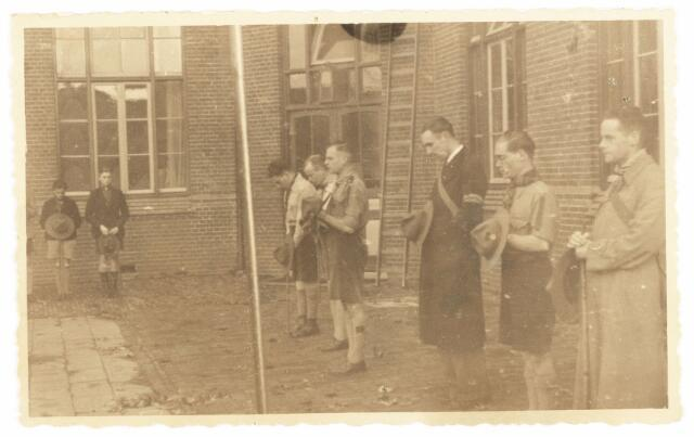 052896 - Jeugdorganisaties. Scouting. Verkennerij na de tweede wereldoorlog in Tilburg; 2e van links de heer v.d. Eerden en daarnaast de heer Michels