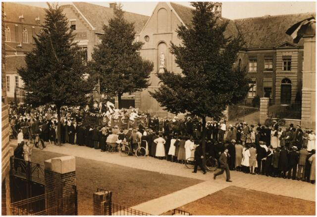 009024 - Optocht H.Kindsheid parochie 't Goirke in de Goirkestraat ± 1925