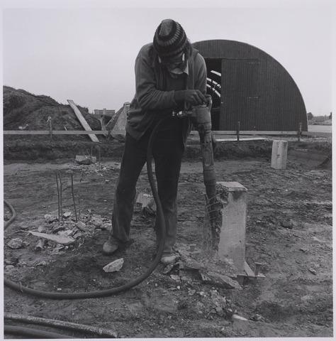 023020 - De Blaak in opbouw, hier bij een bouwkeet aan de Jeker. Op de achtergrond het Ibis-hotel