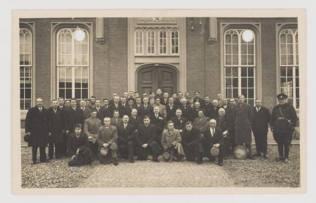 080264 - Voor het Udenhoutse raadhuis. Burgerwacht 1938.