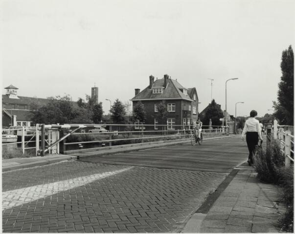022466 - Brug over het Wilhelminakanaal in de richting van de Hoevenseweg