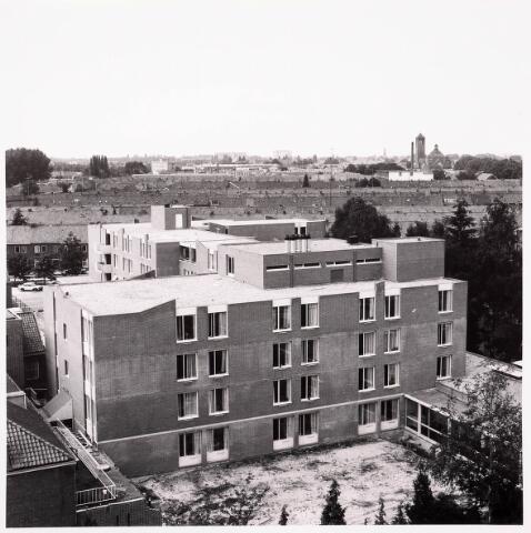 036749 - Panorama van Tilburg vanaf het verpleegtehuis St. Jozefzorg aan de Wethouderslaan (Nieuw St Jozefzorg zomer 1980)