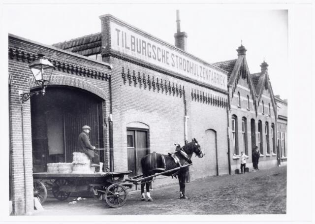 039559 - Catalonië Strohulzenfabriek en capsules aan de Stedekestraat 45, gesticht door H. Verbunt. In 1916 afgebrand en herbouwd. Heden (2006) bestaat het bedrijf nog steeds als glas en flessenhandel. De vervaardiging van capsules is overgegaan aan Capsulesfabriek 'Holland' te Schiedam.