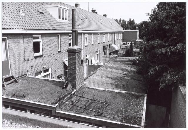 020192 - Achterzijde van woningen aan het Hasseltplein halverwege 1986
