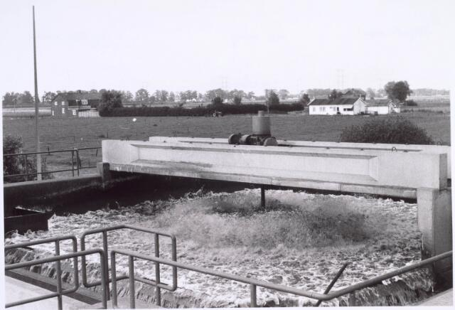 022431 - Afvalwaterzuivering aan de Hoevense Kanaaldijk met op de achtergrond de Bosscheweg