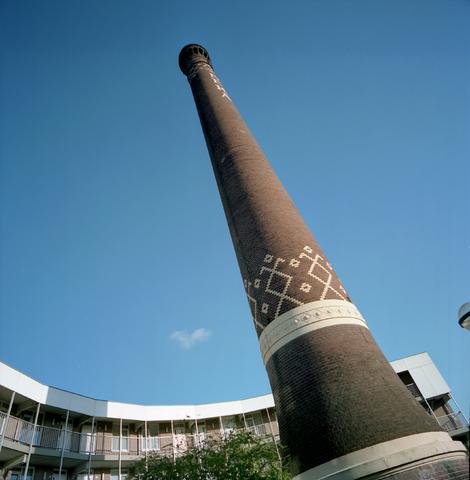 """D-00607 - """"Beka-toren"""",  Schoorsteen van het voormalige ketelhuis van de wollenstoffenfabriek BeKa Kazernehof."""