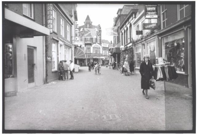 021975 - Gedeelte van de Heuvelstraat dat vroeger Zomerstraat heette, gezien in de richting van de Oude Markt