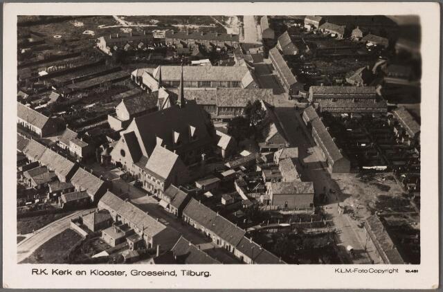 011163 - Op de voorgrond links de Hoefstraat met de voormalige parochiekerk van de HH. Antonius en Barbara, (parochie Groeseind), gebouwd in de jaren 1929-1930 door aannemer Van  Heesch. Architect was H.W. Valk uit 's-Hertogenbosch. De kerk werd in het najaar van 1981 gesloopt. Rechts de Pastoor Smitsstraat, genoemd naar de bouwpastoor van het Groeseind. Ten noorden van de kerk de Dr. Nuijensstraat met klooster en scholen.