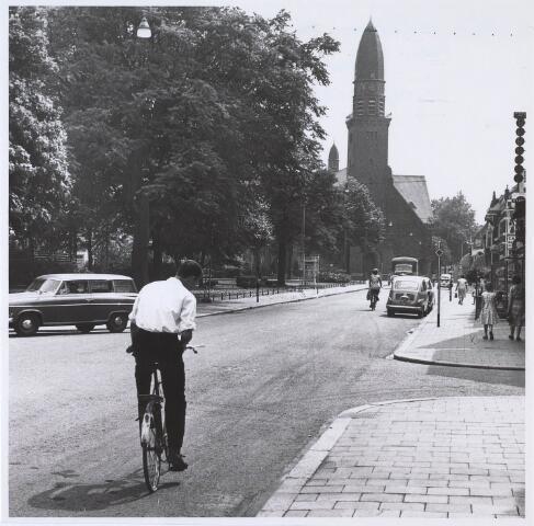 024493 - Korvelplein gezien in de richting van de Laarstraat. Rechts de Quinten Matsijsstraat