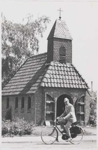 082308 - Mariakapel. In deze kapel staan de namen van 5 inwoners die gesneuveld zijn in de Tweede Wereldoorlog en in Ned. Indië. De kapel is in 1947 in gebruik genomen.