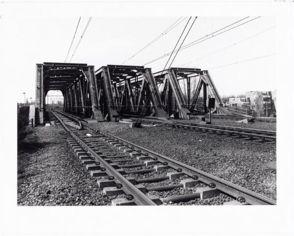 039808 - Spoorbruggen over het Wilhelminakanaal