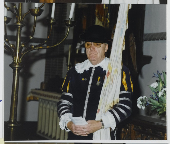 072360 - Jos van Broekhoven als Vendelier in de Sint Janskerk in Goirle.