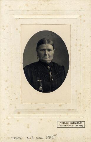 602405 - Helena van Abeelen, geboren op 4 februari 1860 te Berkel-Enschot als dochter van Johannes van Abeelen en Johanna Verhoeven. Zij huwde in 1888 te Tilburg met Adrianus Gregorius van Pelt.  Ze was de moeder van vakbondsman Bart van Pelt. Helena overleed te Tilburg op 7 september 1944.